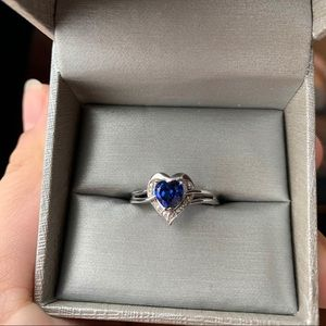 NEW! Peoples jewellers heart shaped ring